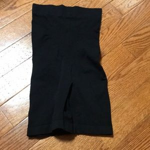 M high-waisted slimming shorts